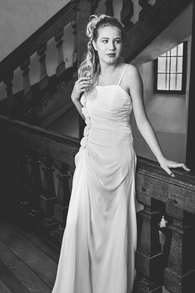 Model: Eléa - MUA: Jessy Lambert - Hair: Carine Giunta - Stylis