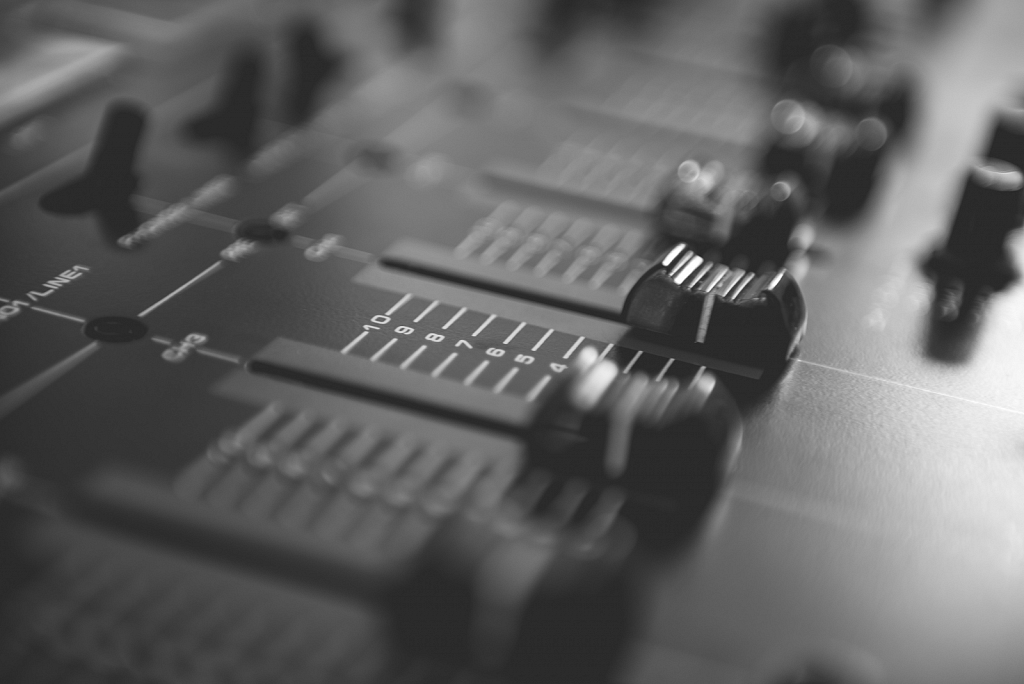 Audio mixing table